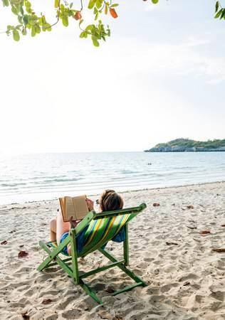 Lectures d'été les pieds dans l'eau